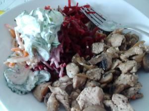 Geschnetzteles mit Salat